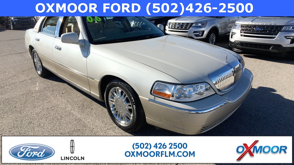 Pre Owned 2006 Lincoln Town Car Designer 4d Sedan In Louisville